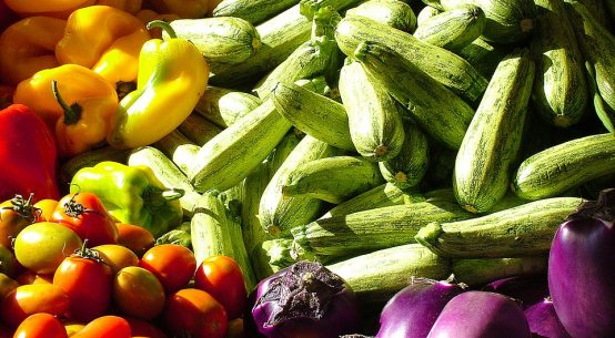 Zucchine, peperoni, pomodori e melanzane