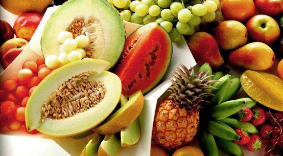 La frutta: bisogna mangiarla prima, dopo, o lontano dai pasti?