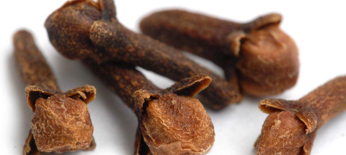 proprietà del chiodo di garofano dolce per perdere peso